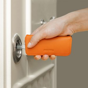 NewBring Genuine Leather Elegant Key holder Housekeeper Women Key Organizer Men Smart Key Wallet DIY Keychain